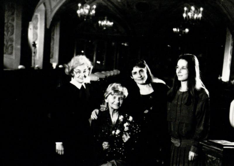 Ingė Lukšaitė, M. Gimbutienė, Marijos biografė Joana Marler (JAV), vertėja J. Merkytė VU Smuglevičiaus salėje
