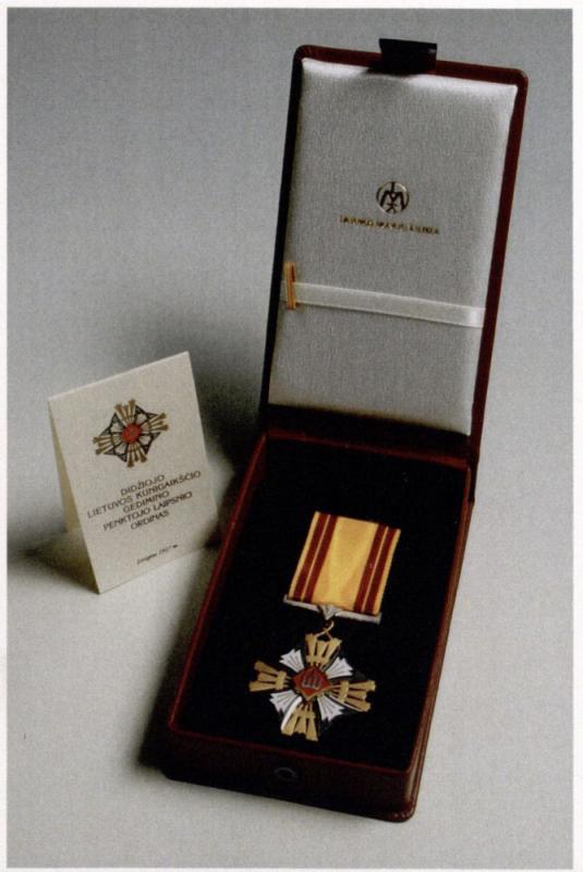 Didžiojo Lietuvos kunigaikščio Gedimino ordino, kuriuo 2002 m. liepos 6 d. buvo apdovanotas Kazys Ėringis,  nuotrauka.