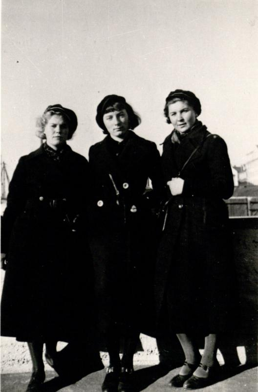 Marija Alseikaitė (dešinėje) su studijų draugėmis