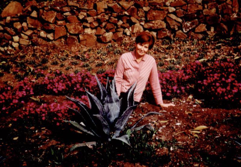 Marija Gimbutienė namų sode