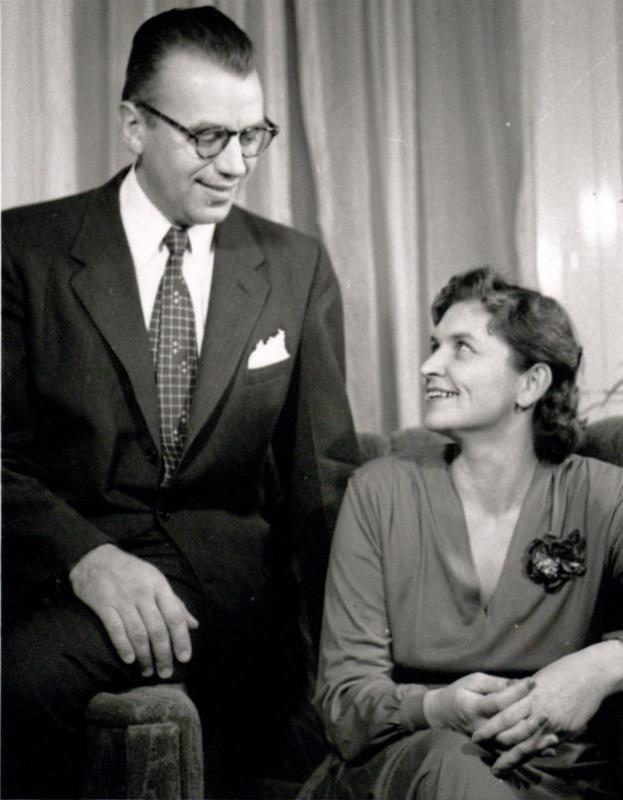 Jurgis ir Marija Gimbutai savo namuose