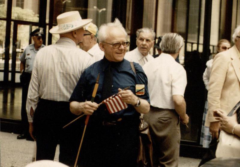 Amerikos lietuvių tarybos (ALT) kasmetinė Pavergtų tautų demonstracija Čikagos Dauntaune. Priekyje stovi Kazys Ėringis. 1988 m. birželio 14 d.