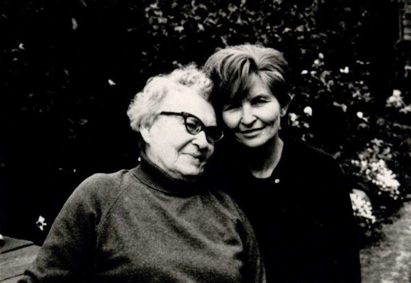 Marija Gimbutienė su mama Veronika Alseikiene