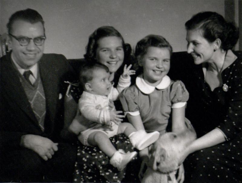 Gimbutai: Jurgis, Danutė su Rasele ant kelių, Živilė, Marija