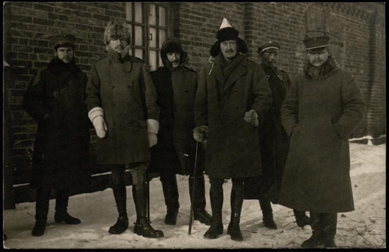 Karo žvalgybos atstovas M. Lipčius (kairėje) ir Krašto apsaugos ministras A. Merkys (dešinėje) su anglų karine misija.