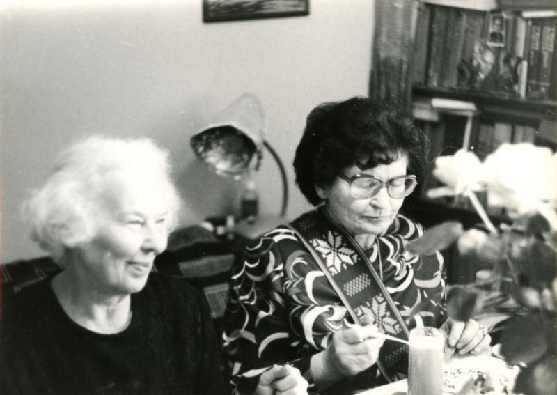 Pusseserės Meilė Lukšienė ir Marija Gimbutienė